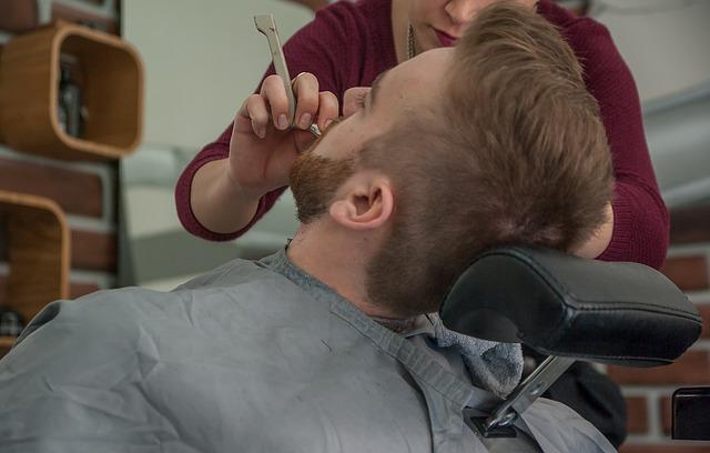 holení u holiče