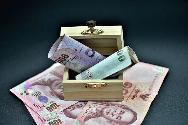 peníze a truhlička.jpg