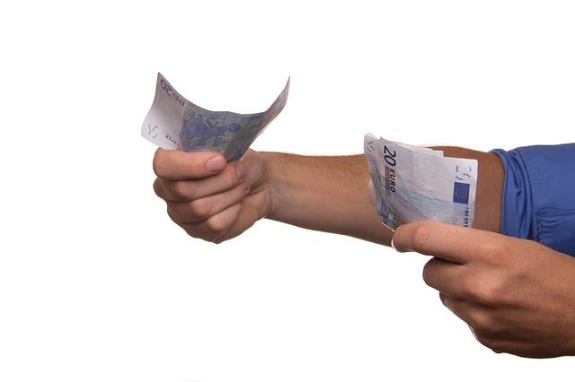 podání bankovek